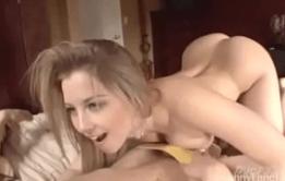 Novinhas na net mostrando que de sexo ela entende muito
