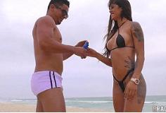 Morena sarada fazendo anal depois da praia