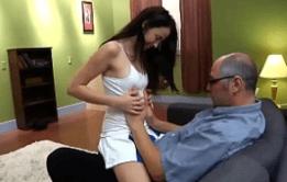 Novinha transando com padrasto